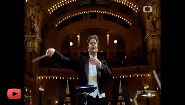 Conductor Christopher Franklin conducts the PKF-Prague Philharmonia
